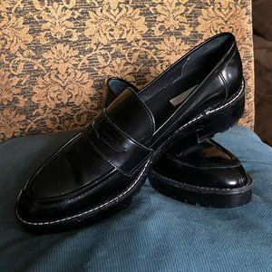 50 % off! GENUINE PATENT LEATHER WOMANS LOAFERS